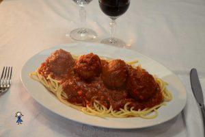 Spaghetti con polpette al sugo