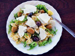 Pasta fredda rucola, olive e grana