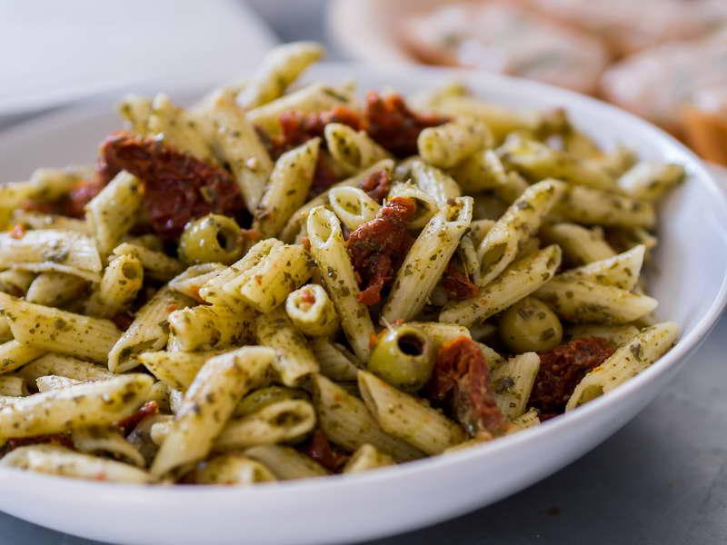 Pasta con pomodorini secchi e olive