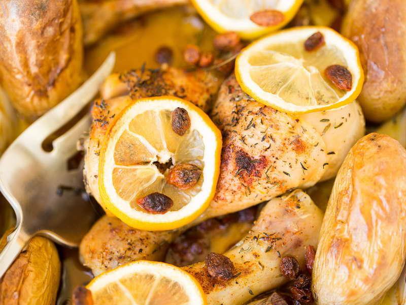 Pollo al sidro e uvetta